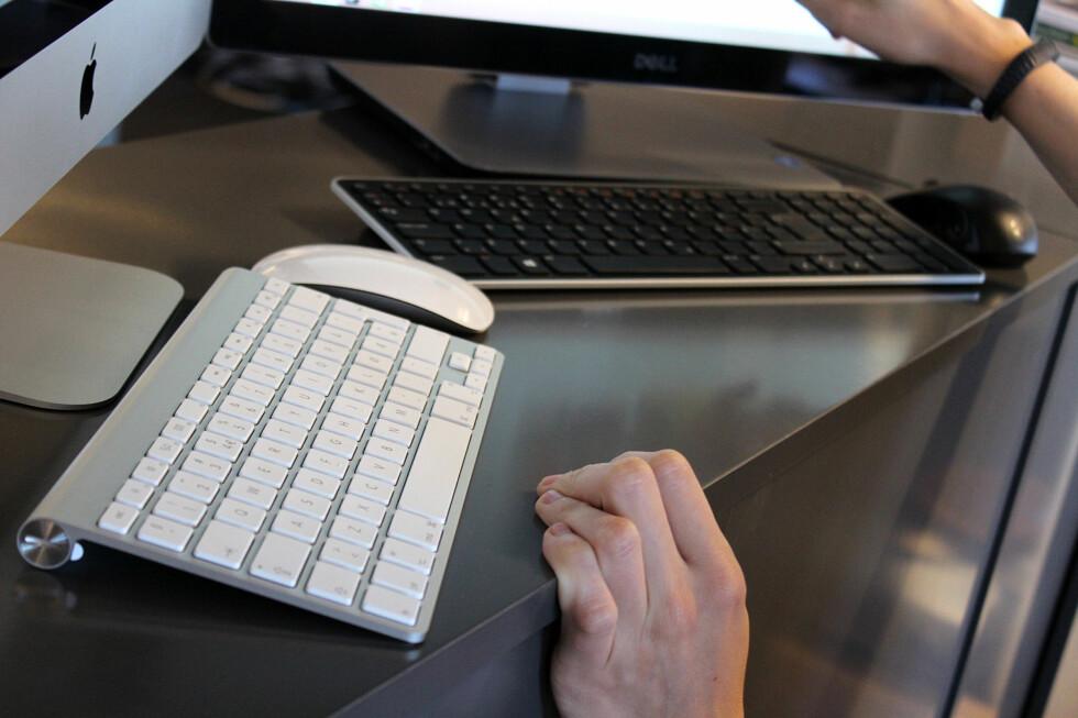 UTEN EN TRÅD: Begge maskinene kommer med trådløs mus og tastatur, som seg hør og bør i 2014. Foto: OLE PETTER BAUGERØD STOKKE
