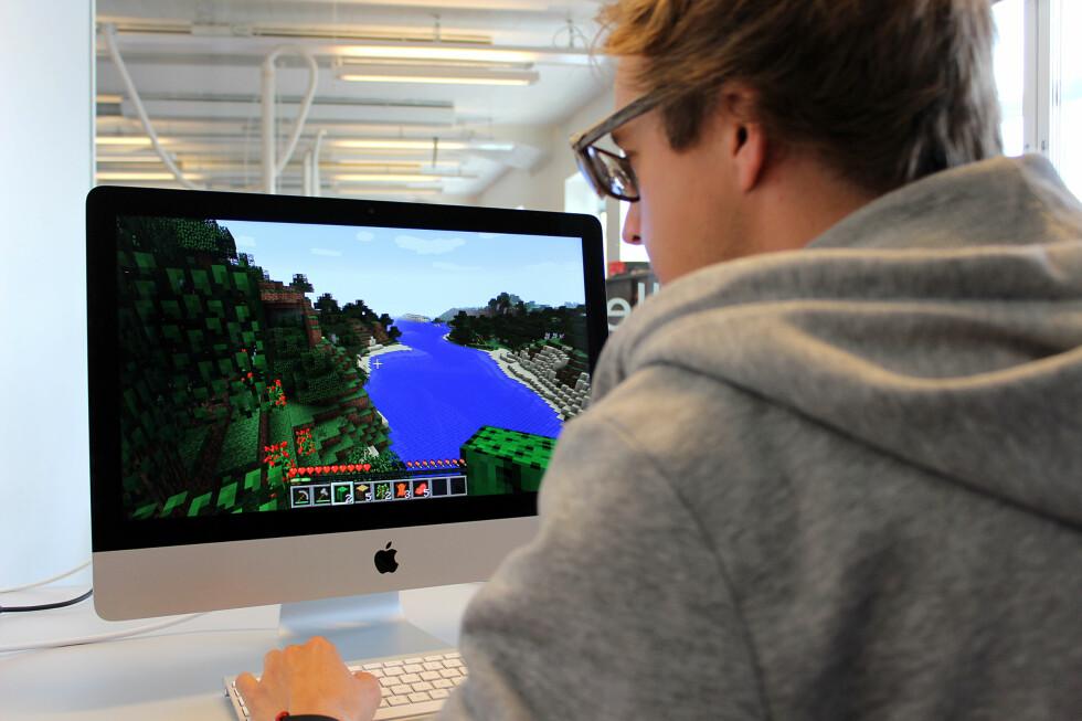 KAN DU SPILLE: Det kommer an på. iMac-en hadde få problemer med enkle spill som Minecraft.  Foto: KIRSTI ØSTVANG
