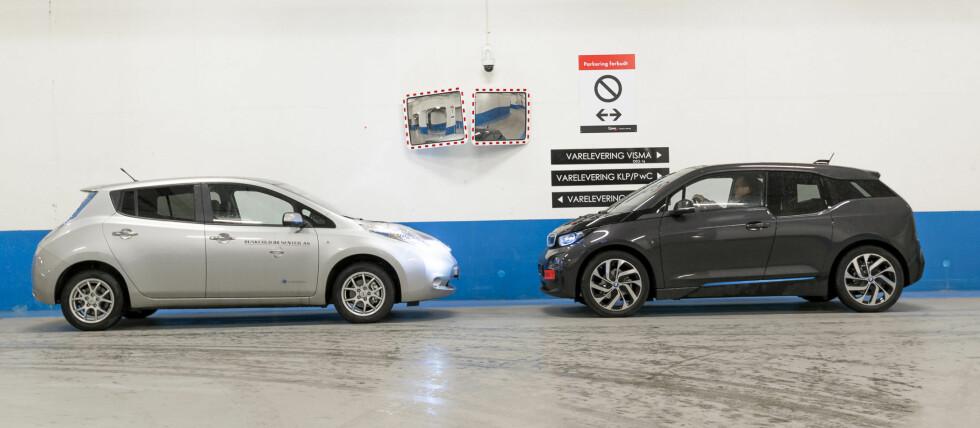 """LEAF FØRST: En ting er at det blant elbilene selges flere Nissan Leaf (til venstre på bildet), enn den noe mer spesielle BMW i3 (til høyre), men også på OFVs statistikk over bruktimporterte biler har elbilen fra Nissan skjøvet den """"evige eneren"""", BMW 5-serie ned fra topplasseringen. Foto: JAMIESON POTHECARY"""
