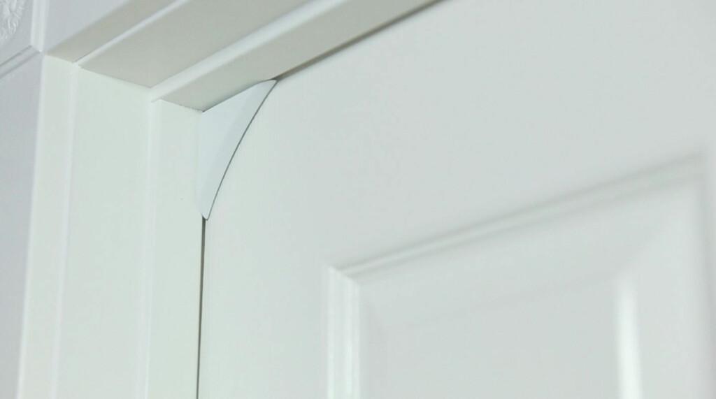 Føleren plassert på dør. Foto: PRODUSENTEN