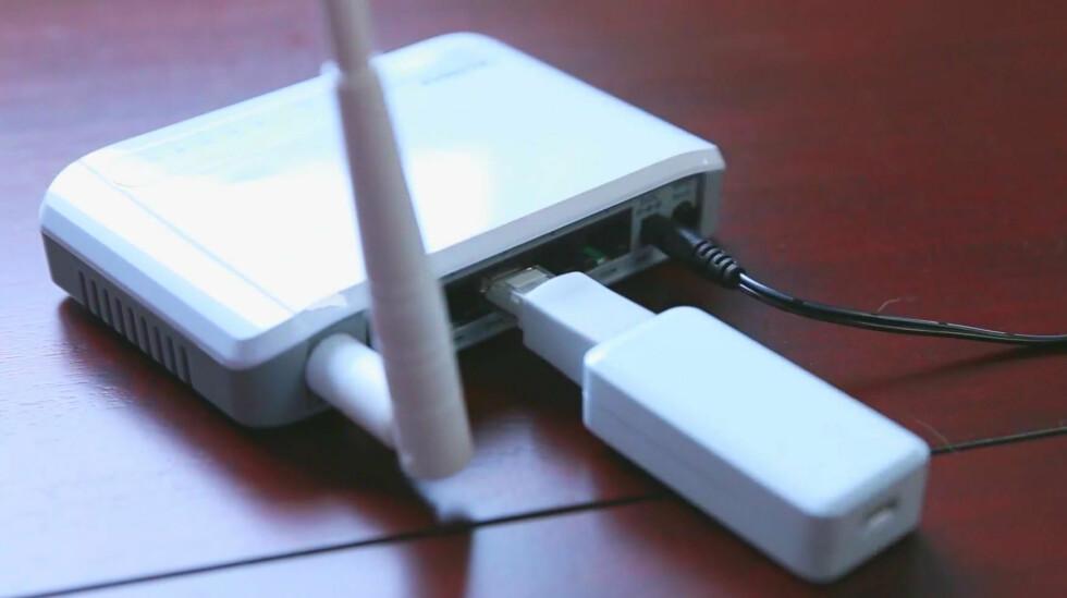 Fob'en plasseres i bredbåndsruteren for tilgang til internett. Foto: PRODUSENTEN