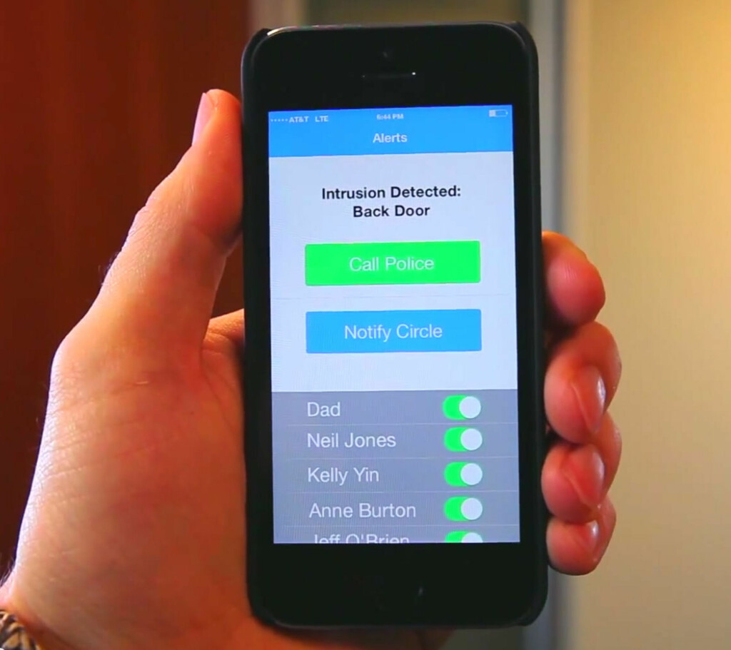 Appen kan varsle politi eller kontakter på en liste. Foto: PRODUSENTEN