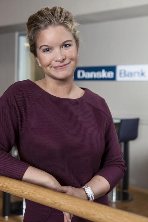 RASKERE UTEN: Kommunikasjonsrådgiver Silje Arntsberg i Danske Bank mener nettbank gjør at vi ikke lenger trenger å ta ut penger for å betale hverandre. Foto: DANSKE BANK