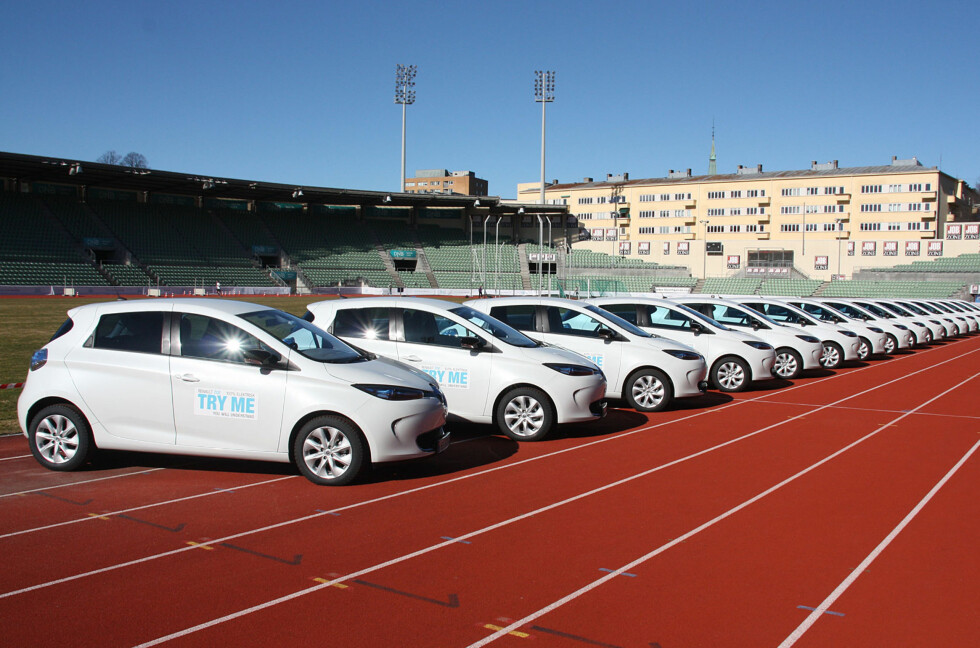 <strong><b>ØKTE SALGSTALL:</strong></b> Er du ikke fornøyd med Renault Zoe - for øvrig en høyst brukbar elbil med anstendig rekkevidde, kan du levere den tilbake inntil 30 dager etter anskaffelsen. Renault håper selvsagt kampanjen vil øke salgstallene. Her fra lanseringen på Bislett Stadion tidligere i år. Foto: KNUT MOBERG