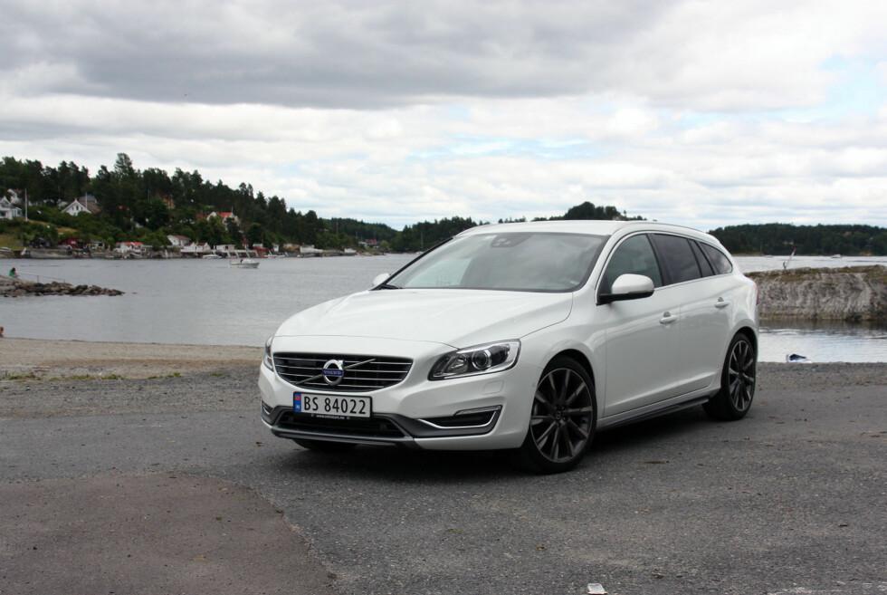 MUSKULØS: Volvo V60 er blitt et vanlig syn på norske veier. Nyeste utgave T5 imponerer på planet ytelser, men er svært suboptimal som familiefrakter. Foto: KNUT MOBERG