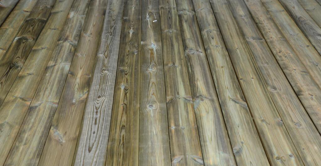 TETT: Fuktige terrassebord kan legges tett. Foto: Brynjulf Blix.