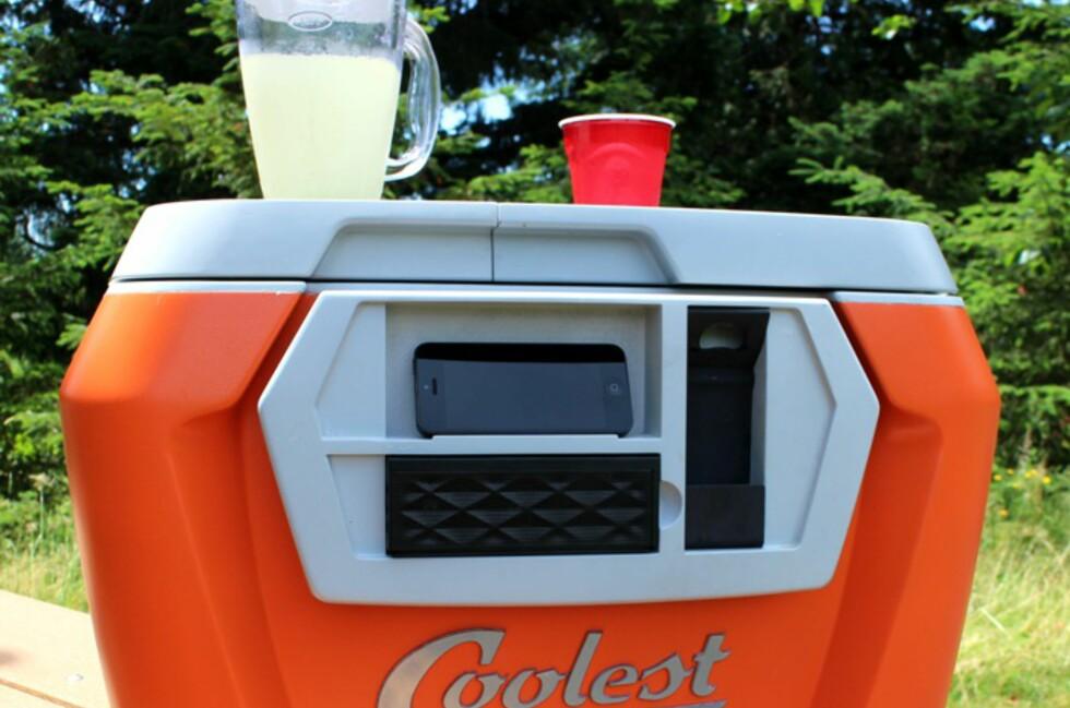 SMOOTHIE I PARKEN? Coolest Cooler gjør det enkelt å lage en smoothie til barna og kanskje noe sterkere til deg.  Foto: COOLETSKICKSTARTER.COM