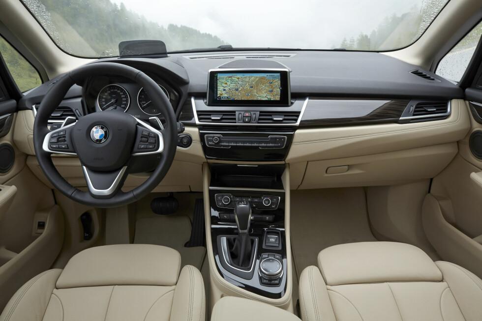 <strong><b>PREMIUM:</strong></b> Innvendig er det ingen tvil om at 2-serie Active Tourer er en ekte premium-bil. Foto: BMW