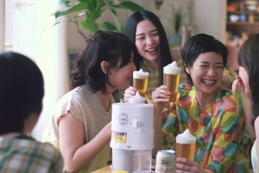 <B>FROSSEN-FEST:</B> Vi kan ikke love at det er så moro å bruke Kirins øl-slush-maskin, men det er lov å håpe.  Foto: KIRIN