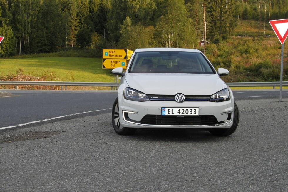 CÆRPREG: C-formede kjørelys er Volkswagens måte å fortelle at du møter en elbil.  Foto: RUNE M. NESHEIM