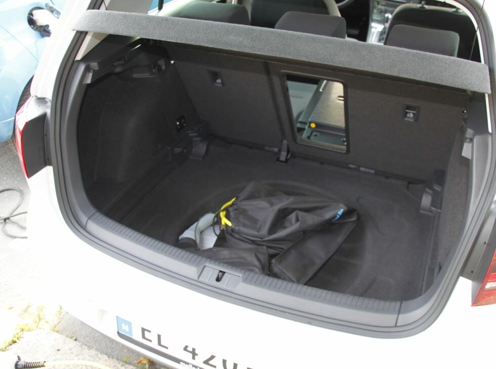 NORMALT 4: Full tørrelse i bagasjerommet, 40/60-deling og skiluke. Alt er som før. Foto: RUNE M. NESHEIM