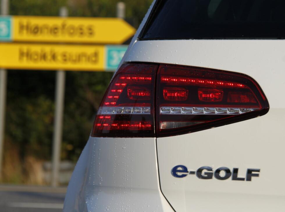 SÆREGENT: LED-lampene bak er spesielle for e-Golf. Foto: RUNE M. NESHEIM