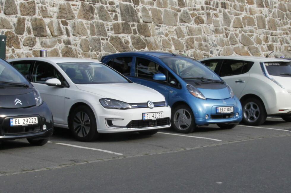 SPENNING: Dersom elbilfordelene fortsatt blir gunstige nok, blir det langt flere e-Golfer å se ved ladestasjonene. Foto: RUNE M. NESHEIM