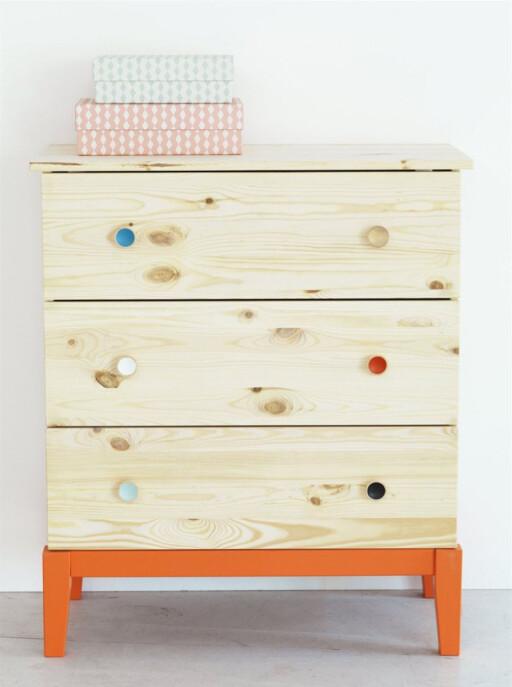 FØR: Ubehandlet furu, med farger som ikke passet inn hos oss.  Foto: IKEA