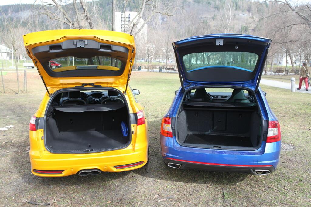 SVELGER MYE: Begge bilene tilbyr mye plass. Foto: RUNE M. NESHEIM
