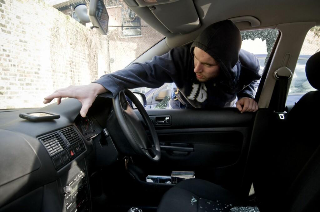 <b>HOLD DET RYDDIG:</b> Hold det ryddig i bilen, og fjern alle verdisaker. Gjenstander som ligger løst og synlig vil ikke bli dekket av forsikringsselskapet.  Foto: ALL OVER PRESS