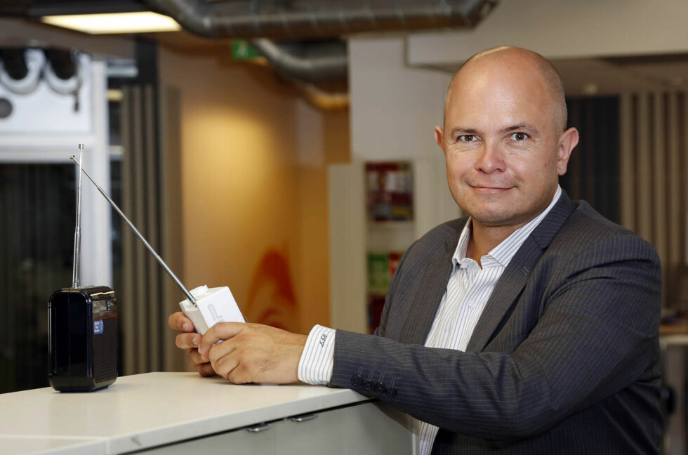 RIKTIG ANTENNE: Ole Jørgen Torvmark i Digitalradio Norge understreker hvor viktig det er å ha riktig antenne når du monterer DAB-radio i bil. Foto: TORE GURIBY/RADIO.NO