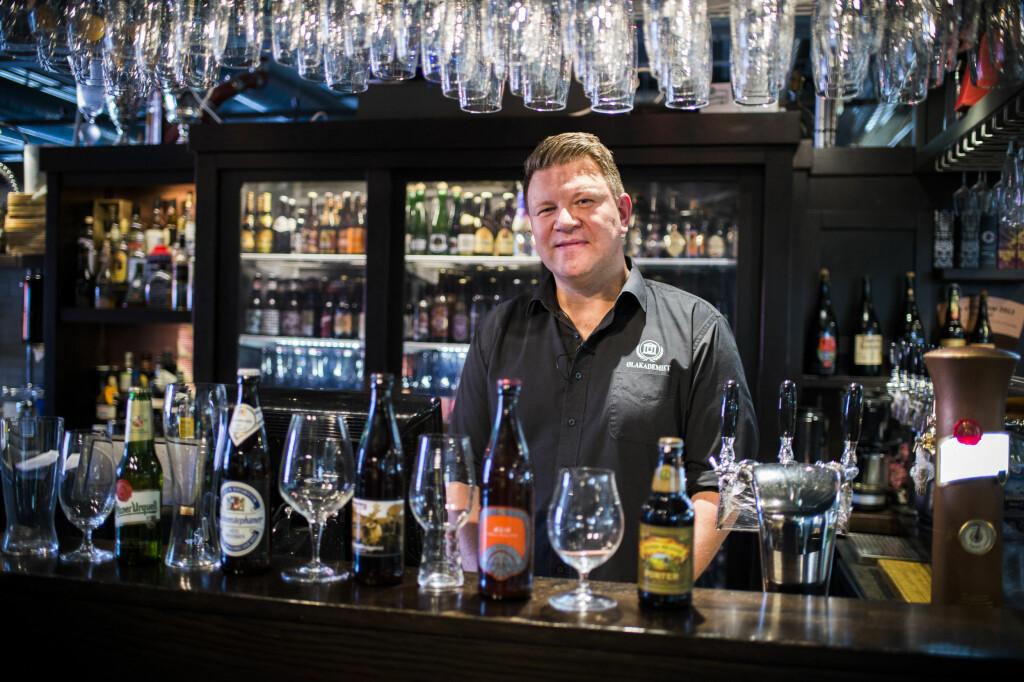 <b>RETT GLASS:</b> Det finnes mange forskjellige typer ølglass. I videoen under viser Jørn Tore Persen frem noen av de vanligste. Foto: ENDRE VELLENE