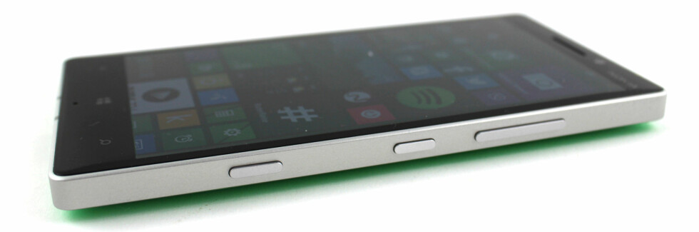 RENE LINJER:  Og rette kanter er stilen Nokia har valgt å gå for med Lumia 930. Foto: KIRSTI ØSTVANG
