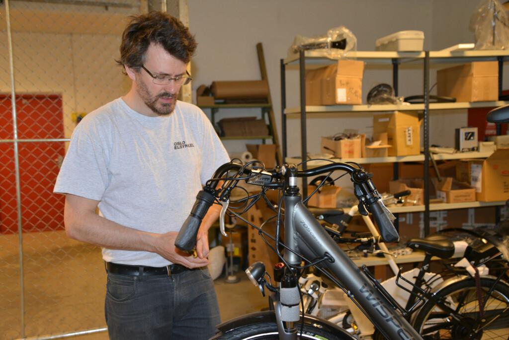 EKSPERT: Trenger du hjelp til å elektrifisere sykkelen din kan du overlate det til fagfolk. Foto: BRYNJULF BLIX