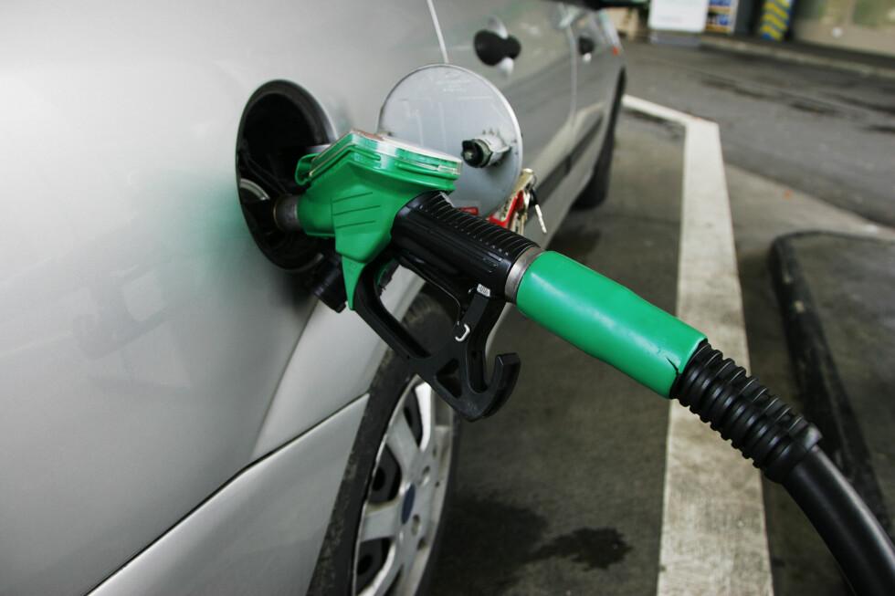 KAN ØDELEGGE FERIEN: Om du er uheldig og fyller feil, for eksempel diesel på en bensin motor, eller motsatt, kan det sette en kjedelig stopper for bilferien. Foto: PER ERVLAND