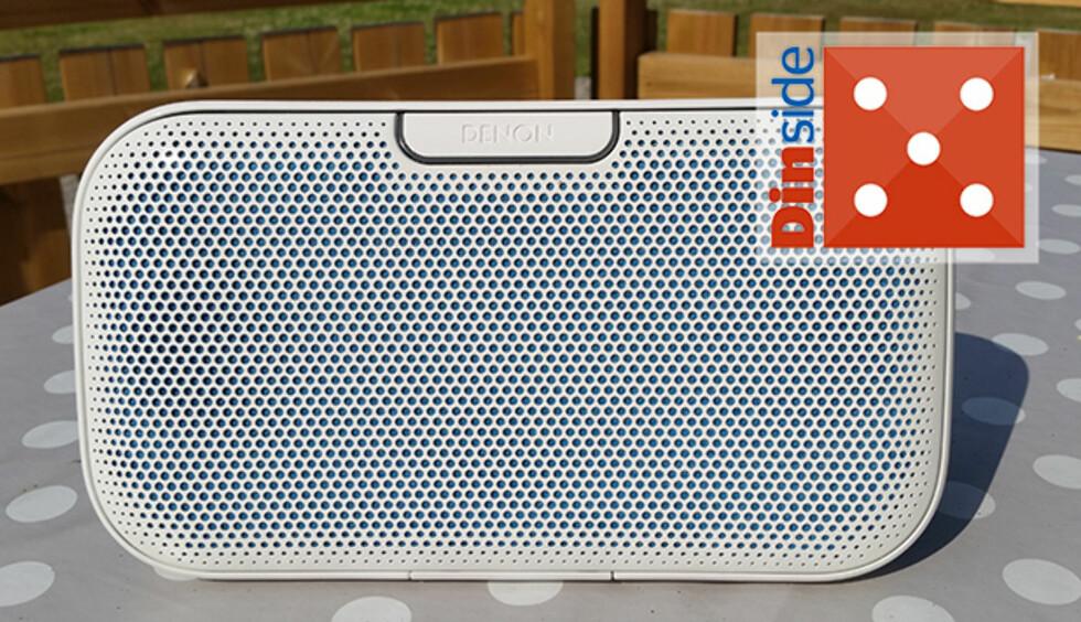 VARM OG BASSFYLT: Denon-høyttaleren passer best til musikk med mye bass. Foto: PÅL JOAKIM OLSEN