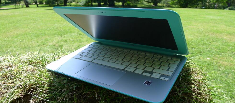 LEKKER, MEN..: HP Chromebook 11 er liten nok til å ta med på tur, men spesielt slank er den ikke. Foto: TROND BIE