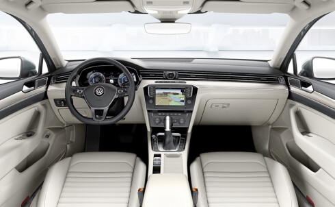 MER PREMIUM: Passat kjennes mer premium, mer kostbar og for-seg-gjort ut.   Foto: VW