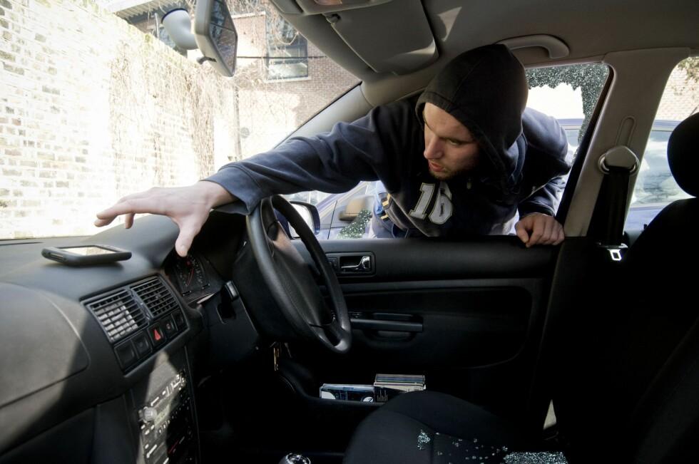 FØLG MED: Ikke stopp for hvem som helst langs veien, europeiske landeveisrøvere kan lure deg før du aner det.  Foto: ALL OVER PRESS