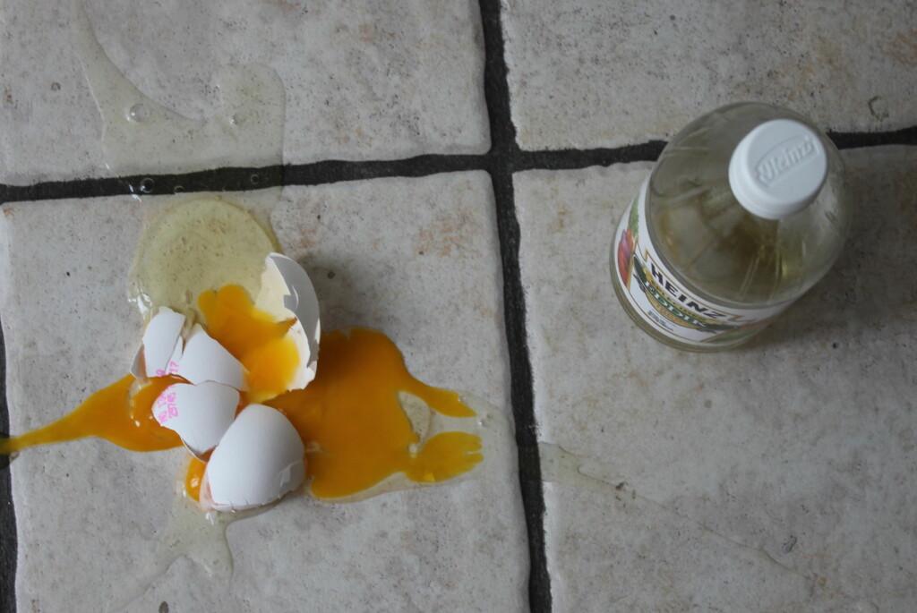 <b>BRUK LUNKENT SÅPEVANN:</b> Her risikerer du å gi deg selv merarbeid, om du ikke gir eddiken en pause. Foto: ELISABETH DALSEG