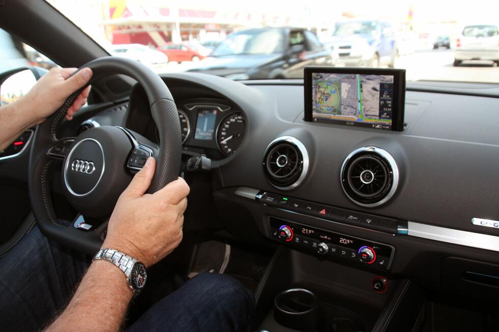 HELT A3: Den ladbare hybriden kjøres akkurat som en vanlig Audi A3 - det vil si veldig bra. Ikke er den dyrere heller. Foto: KNUT MOBERG