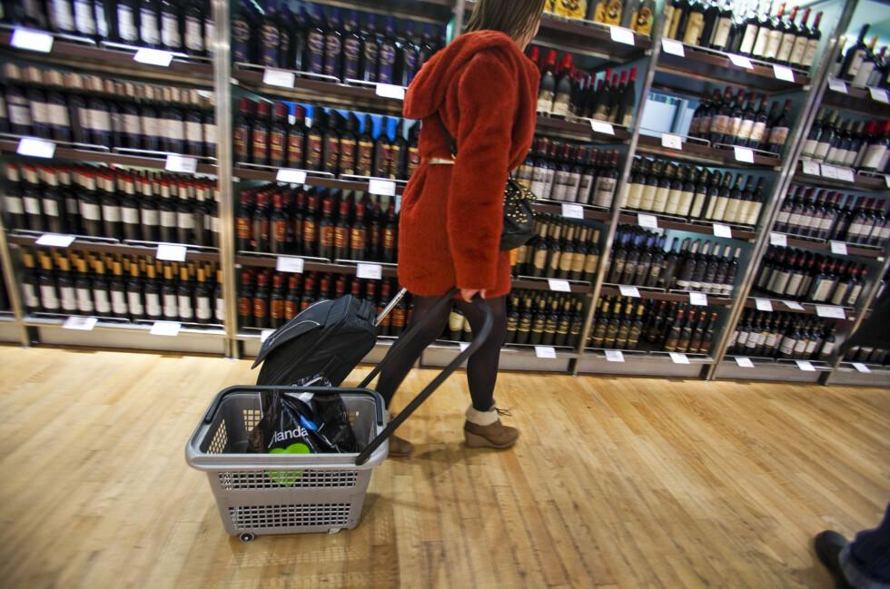 NYE REGLER: Nå kan du bruke enda mer penger på alkohol, om du ikke bruker noe på tobakk.  Foto: PER ERVLAND