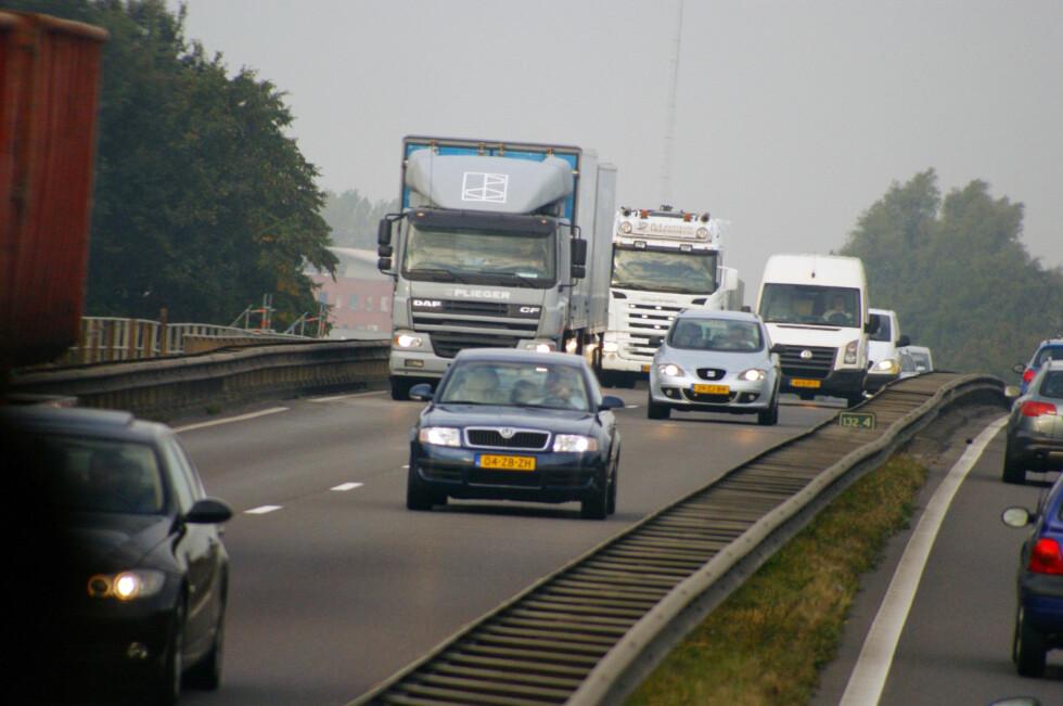 GRØNT KORT ADGANG EUROPA: Du bør ha med deg trafikkforsikringsbeviset Grønt kort, selv om du kan kjøre bilen din i store deler av Europa uten. Erfaringsmessig løser de fleste saker seg enklere når du har dette i orden. Foto: MORGUEFILES/IF