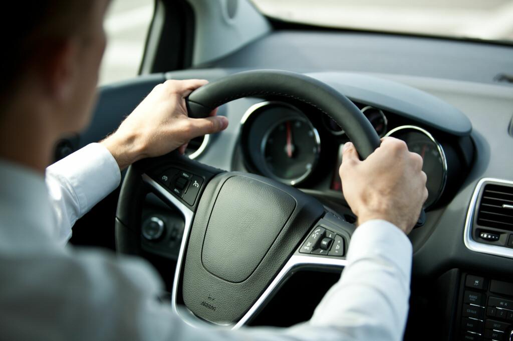 <b>ÅRSAVGFIT:</b> Regjeringen ønsker å fjerne dagens ordning med årsavgift, og erstatte den med en avgift på trafikkforsikringer. Foto: COLOURBOX