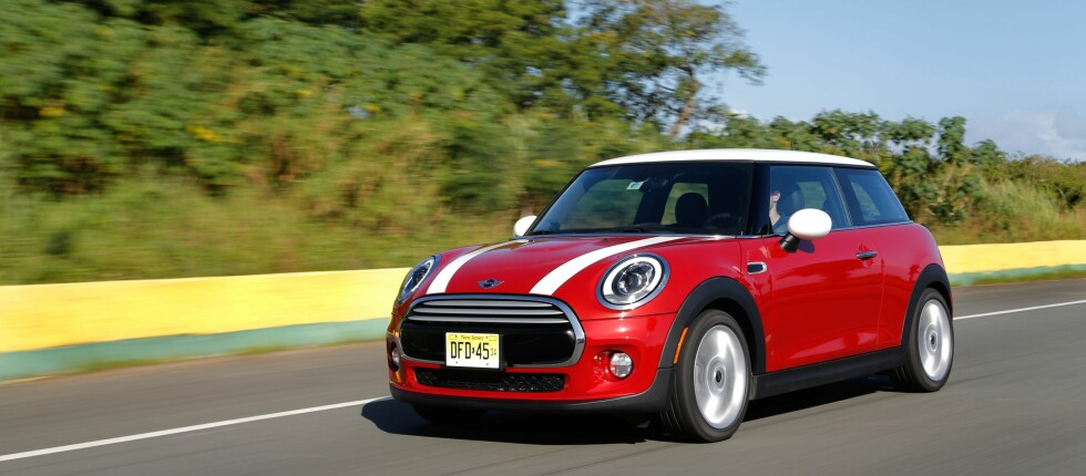 Ekshibisjonister: Så er det slått fast. Mini-eiere er de som helst vil bli sett med bilen sin. Foto: MINI