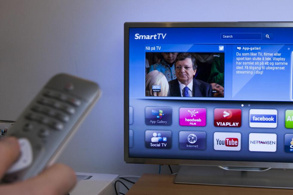 SMART-TV-MAS: Dagens smart-TV-løsninger begynner å bli bra, men betingelsen er jo at du har klart å koble TV-en til nettet. Foto: Per Ervland