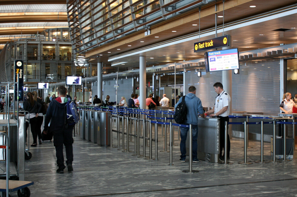 KUTT TID PÅ FLYPLASSEN: Du kan spare mye tid på flyplassen dersom du utnytter alle mulighetene for å komme deg raskere til gaten. Som for eksempel Fast track. Foto: KRISTIN SØRDAL