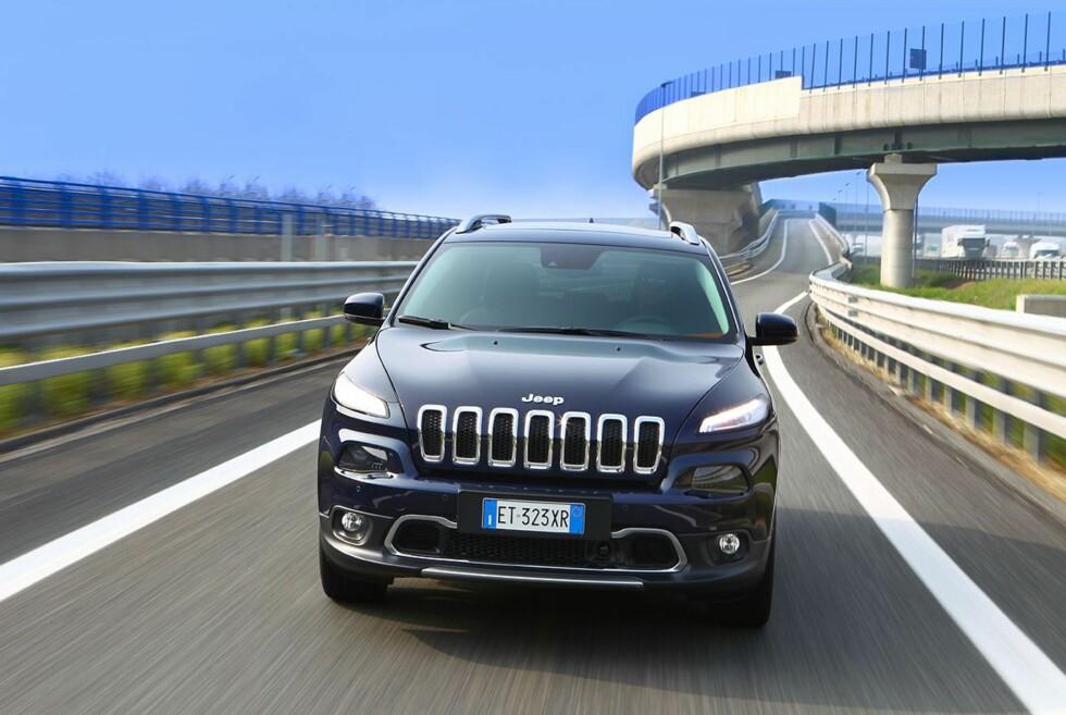 SINNA: Jeep Cherokee har fått en kraftig facelift og ser nå både sintere og tøffer ut. Foto: JEEP Foto: JEEP