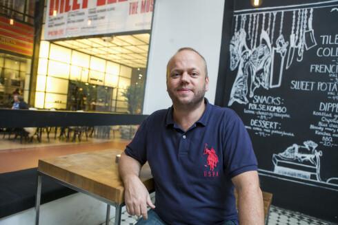 GODE RÅVARER: Burgere har gått fra å være søplete fastfood til sunn og ordentlig mat. Mye er gjort med gode råvarer, ifølge Thor Erling Spilling Johanssen på Burger Bar i Oslo. Foto: PER ERVLAND