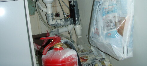 Ikke snu branslukningsapparatet inne
