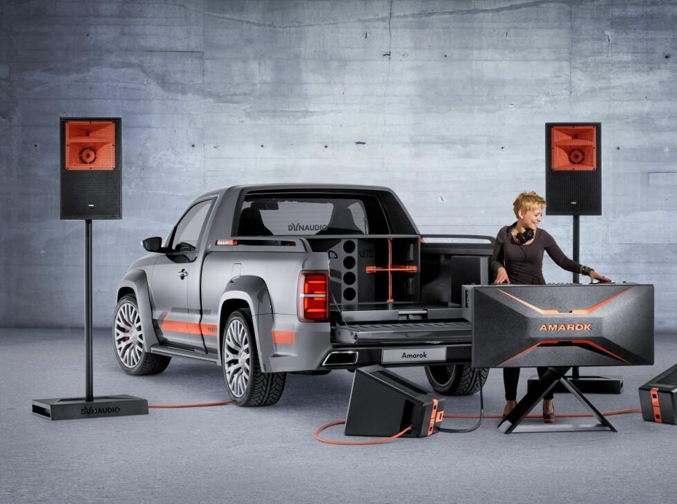 FIN ARBEIDSPLASS: Bilen kan brukes enten i sin helhet, eller losses fullstendig for utstyr. Foto: VW