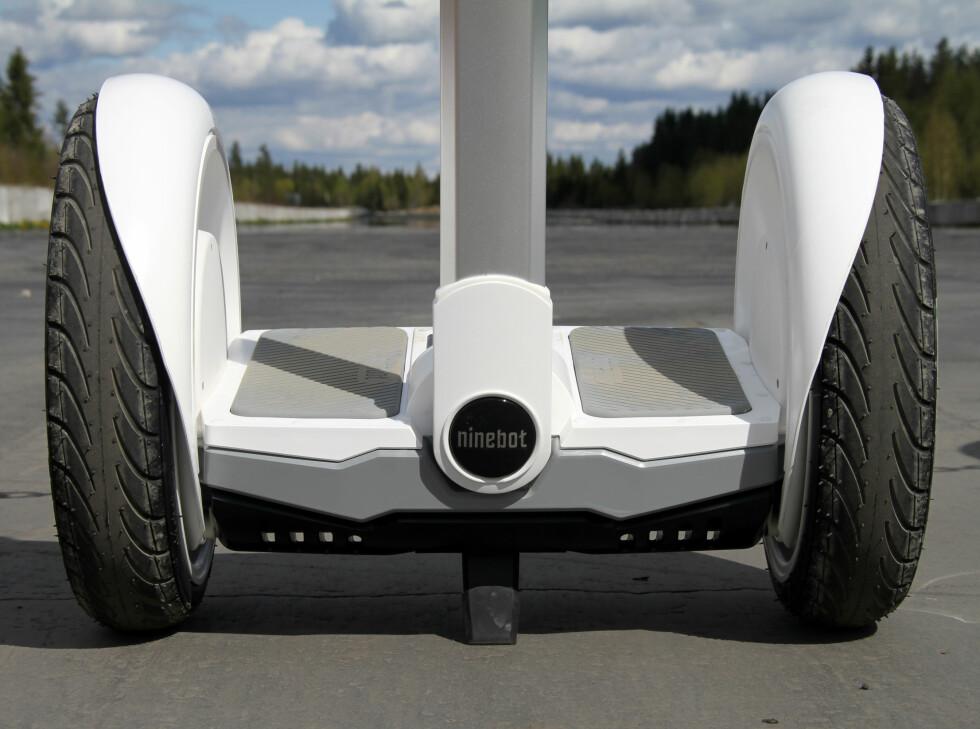 TEST: Vi har testet Ninebot på bane. Foto: FRED MAGNE SKILLEBÆK