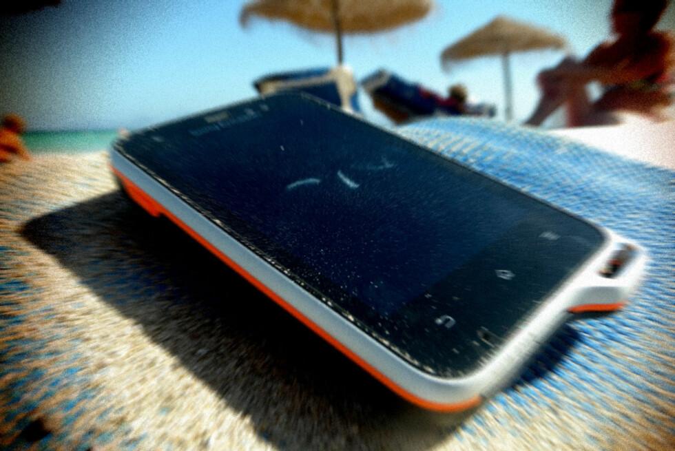 KAN BLI DYRT: Tar du med deg mobiltelefoen på ferie, kan det fort bli en dyr affære om du ikke tar noen forholdsregler. Foto: OLE PETTER BAUGERØD STOKKE