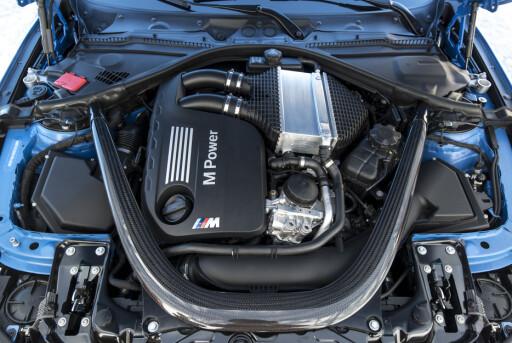 TO TURBOER: For første gang har BMW fått to turboer. Foto: BMW