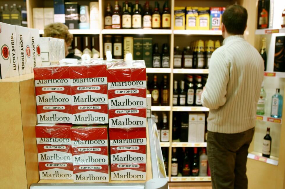 DRA TIL SJØS: Det er selvsagt billigere å handle alkohol og tobakk i taxfreebutikkene på utenlandsfergene, enn på butikken hjemme. Men vår pristest viser at det også er noen båter som er billigere enn andre. Foto: COLOURBOX