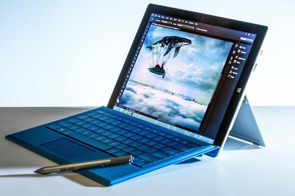 <b>KAN DEN ERSTATTE PC-EN:</b> Surface Pro 3 er ikke et lite nettbrett, men så kan det brukes mer som en vanlig bærbar PC også. Foto: MICROSOFT