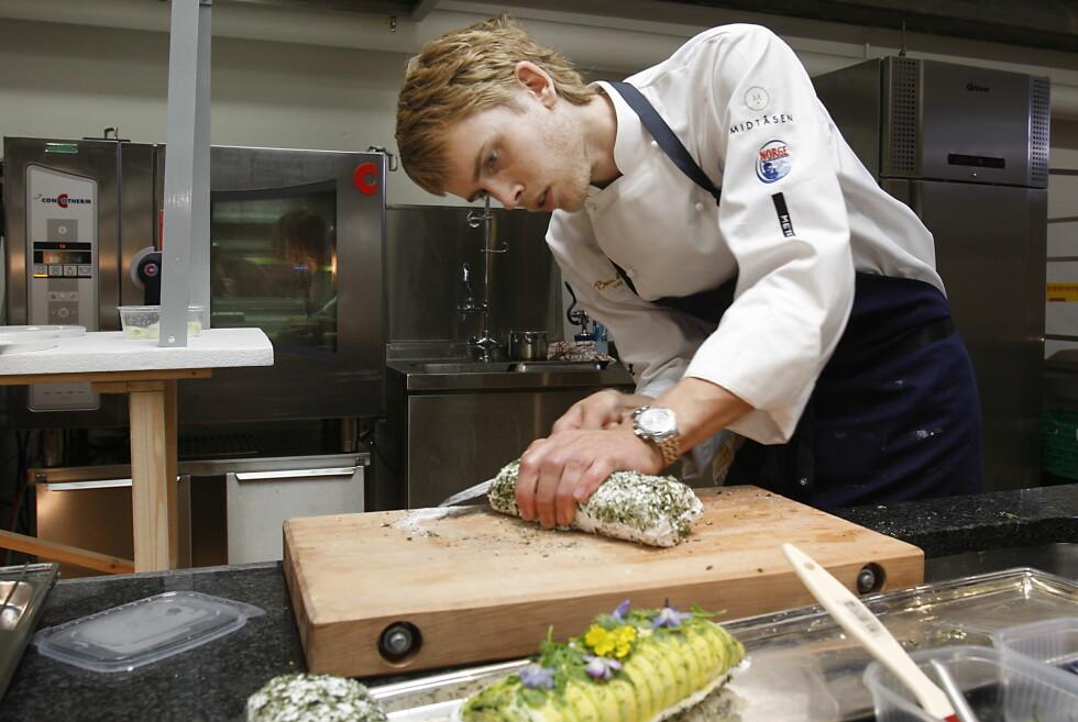 GEIR SKEIE: Her trente  Figgjo-kokken  foran EM i kokkekunst, Bocuse d'Or. Sannsynligvis med en sylskarp kniv i neven, og helt klart med en solid trefjøl som underlag.    Foto: ALL OVER PRESS