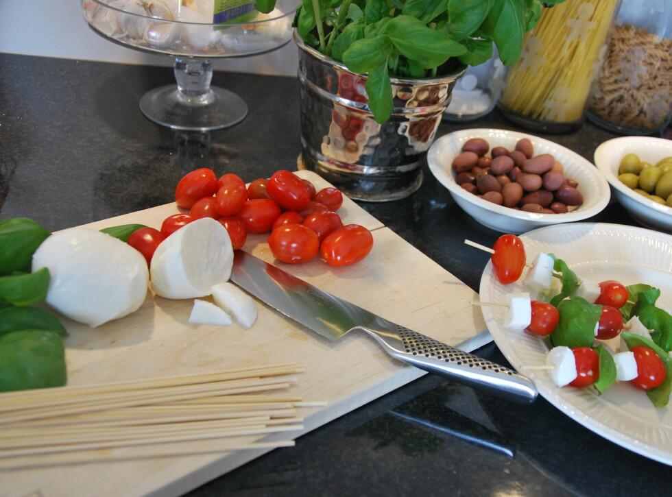 OSTESPYD: Mozzarella, tomater og basilikum. Foto: CHARLOTTE REBTUN ANDRESEN
