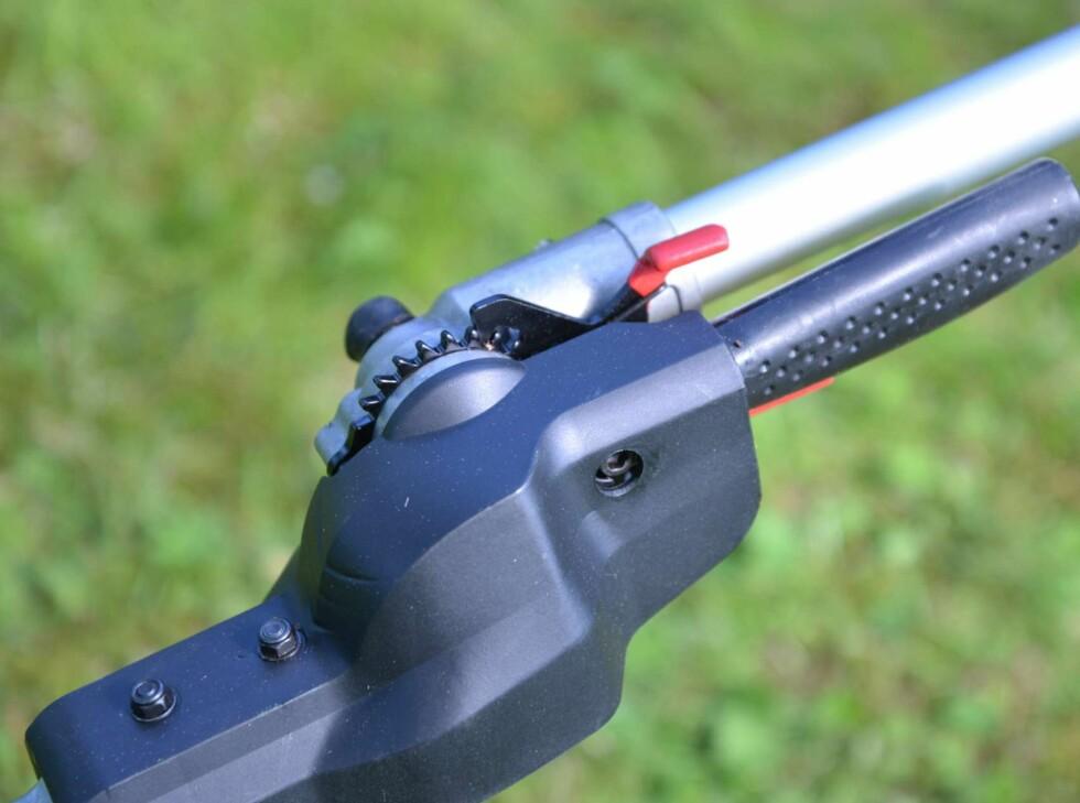 Enkel, fleksibel og solid justering av vinkelen på saksen. Foto: BRYNJULF BLIX