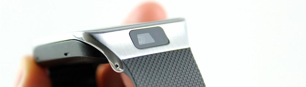 <strong><b>SPIONKAMERAET:</strong></b> Over skjermen sitter kameraet. Med klokka på hånda, peker det fremover.  Foto: KIRSTI ØSTVANG